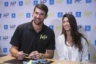 Michael Phelps pomaga, zamiast odcinać kupony