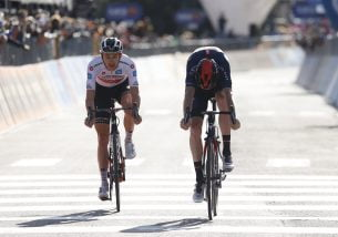 Pasjonująca walka na przedostatnim etapie Giro. Hindley i Hart wyprzedzili Keldermana