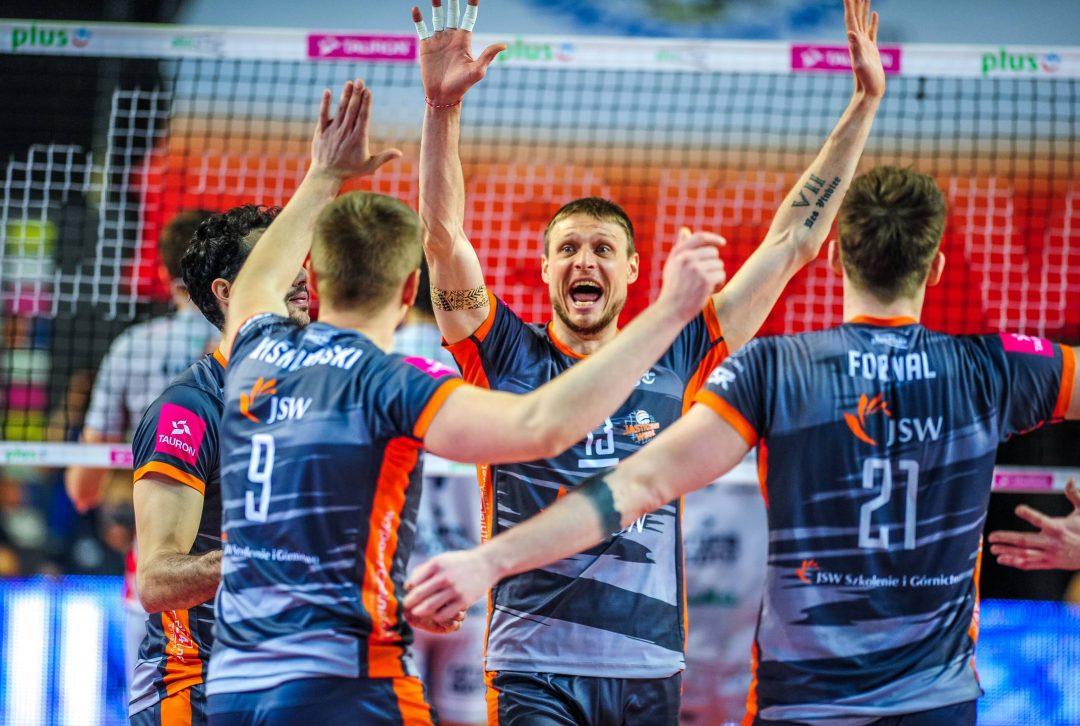 Jastrzębski Węgiel pokonuje ZAKSĘ w pierwszym finale PlusLigi!