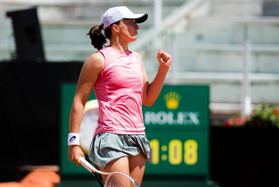 Bez niespodzianek. Świątek gra dalej, Linette odpada z Roland Garros